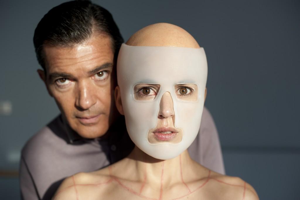 Doctor Robert Ledgard (Antonio Banderas)and Vera (Elena Anaya)