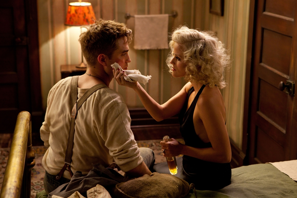 Reese Witherspoon and Robert Pattison in Water for Elephants
