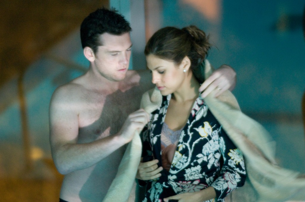 Michael Reed (Sam Worthington) and Laura (Eva Mendes)