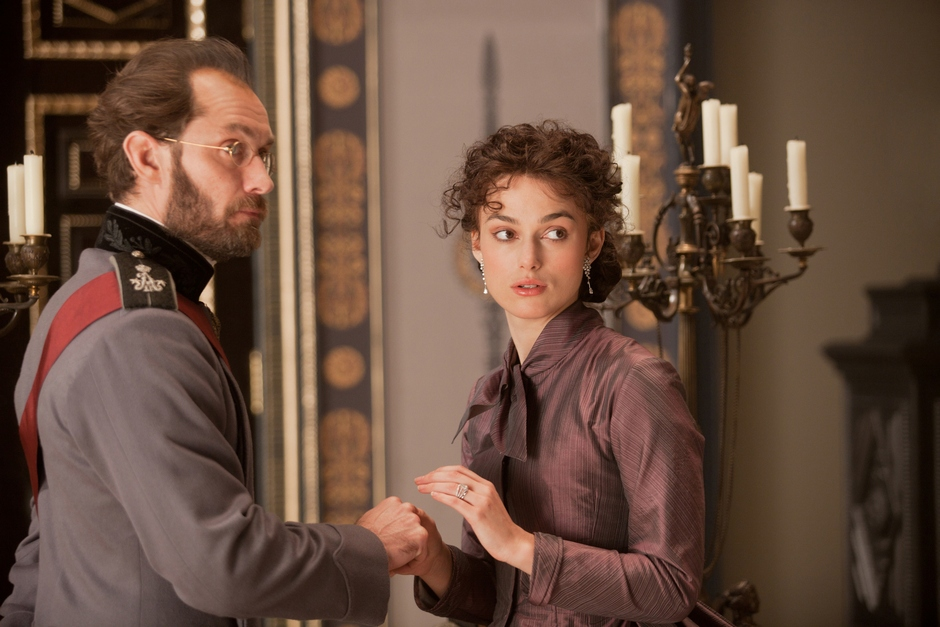 Jude Law (L) stars as Alexei Karenin and Keira Knightley (R) stars as Anna in Joe Wright'€™s ANNA KARENINA, a Focus Features release.Credit: Laurie Sparham