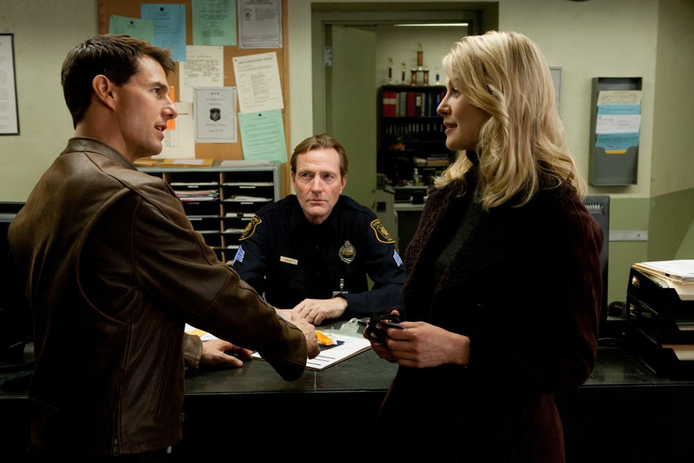(Left to right) Tom Cruise is Reacher, Lee Child is desk sergeant and Rosamund Pike is Helen in JACK REACHER, from Paramount Pictures and Skydance Productions.