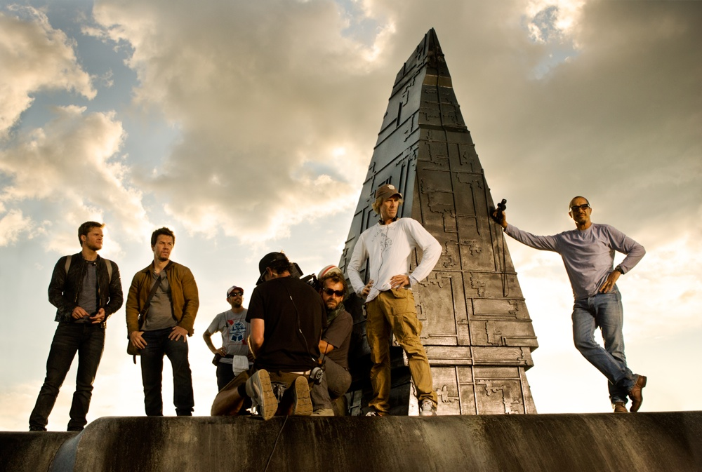 "Pictured left to right: Jack Reynor; Mark Wahlberg; 2nd Assistant B-Camera Casey ""Walrus"" Howard; 1st Assistant B-Camera John Kairis with back to camera; B-Camera Operator Lukasz Bielan; Director Michael Bay; and Director of Photography Amir Mokri."