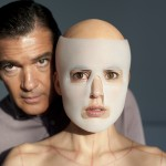 Doctor Robert Ledgard (Antonio Banderas)and Vera (Elena Anaya)